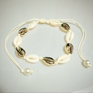 Jewelry - 3/$15 SALE Gold and white cowrie shell choker